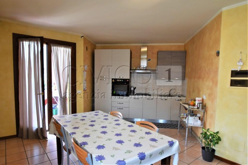 Appartamento in ottime condizioni in vendita Rif. 10339347