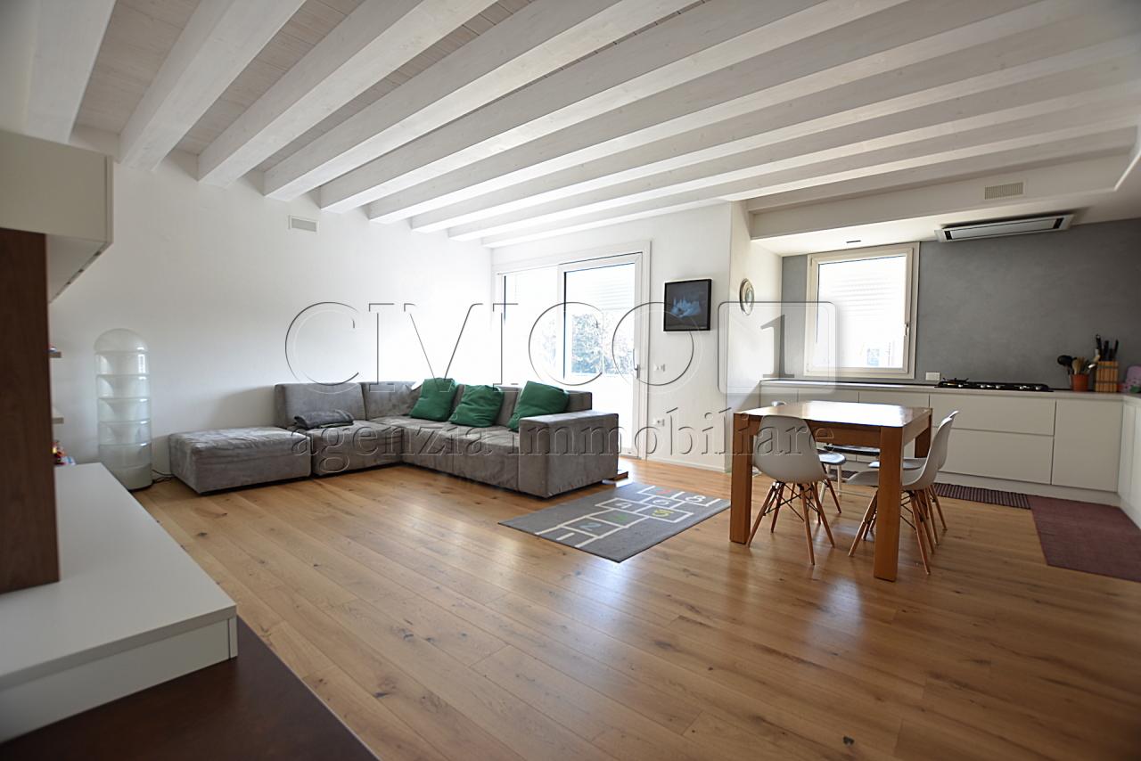 Appartamento in ottime condizioni in vendita Rif. 9605370