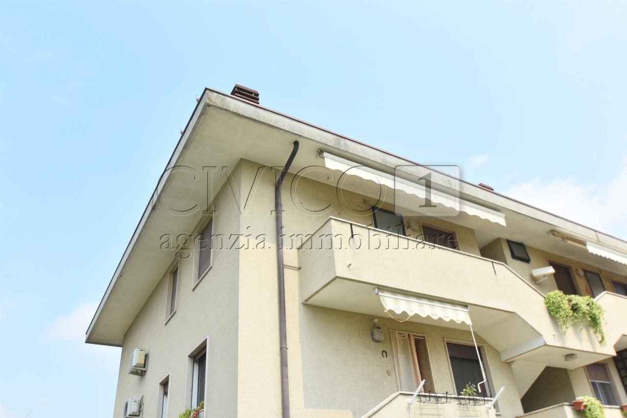 Appartamento in buone condizioni in vendita Rif. 10715688