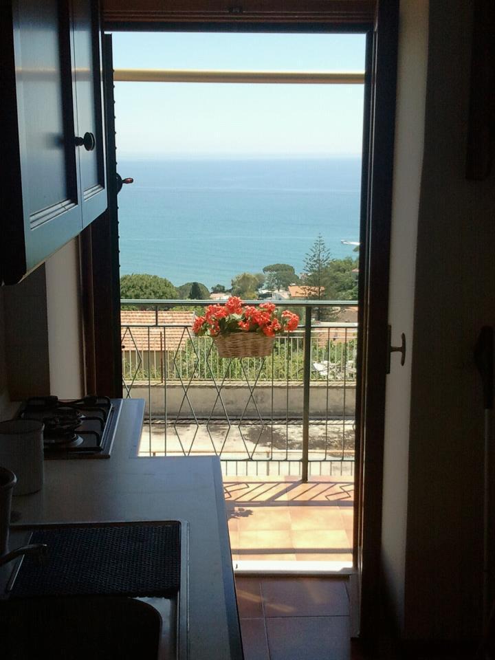 Appartamento in buone condizioni arredato in affitto Rif. 8604498