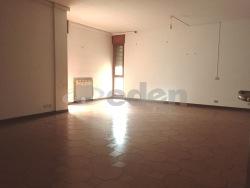 Appartamento in Vendita a Modena, zona Cialdini, 230'000€, 167 m²