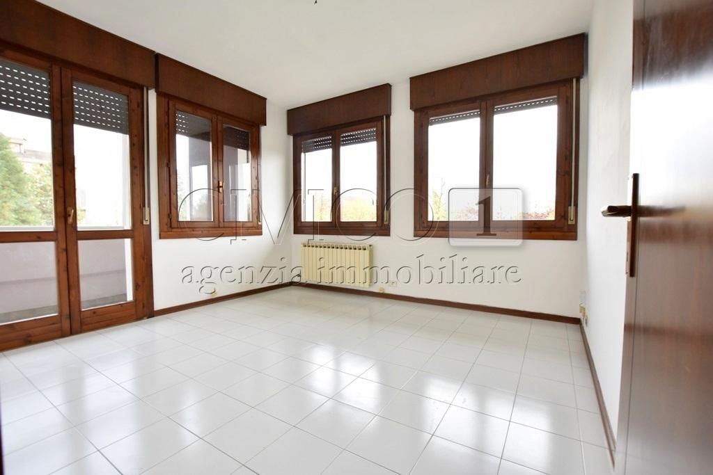 Ufficio / Studio in affitto a Selvazzano Dentro, 3 locali, prezzo € 350 | CambioCasa.it