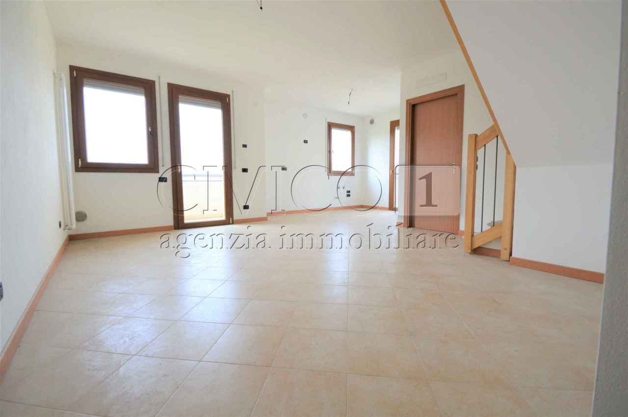 Appartamento in ottime condizioni in vendita Rif. 6050783