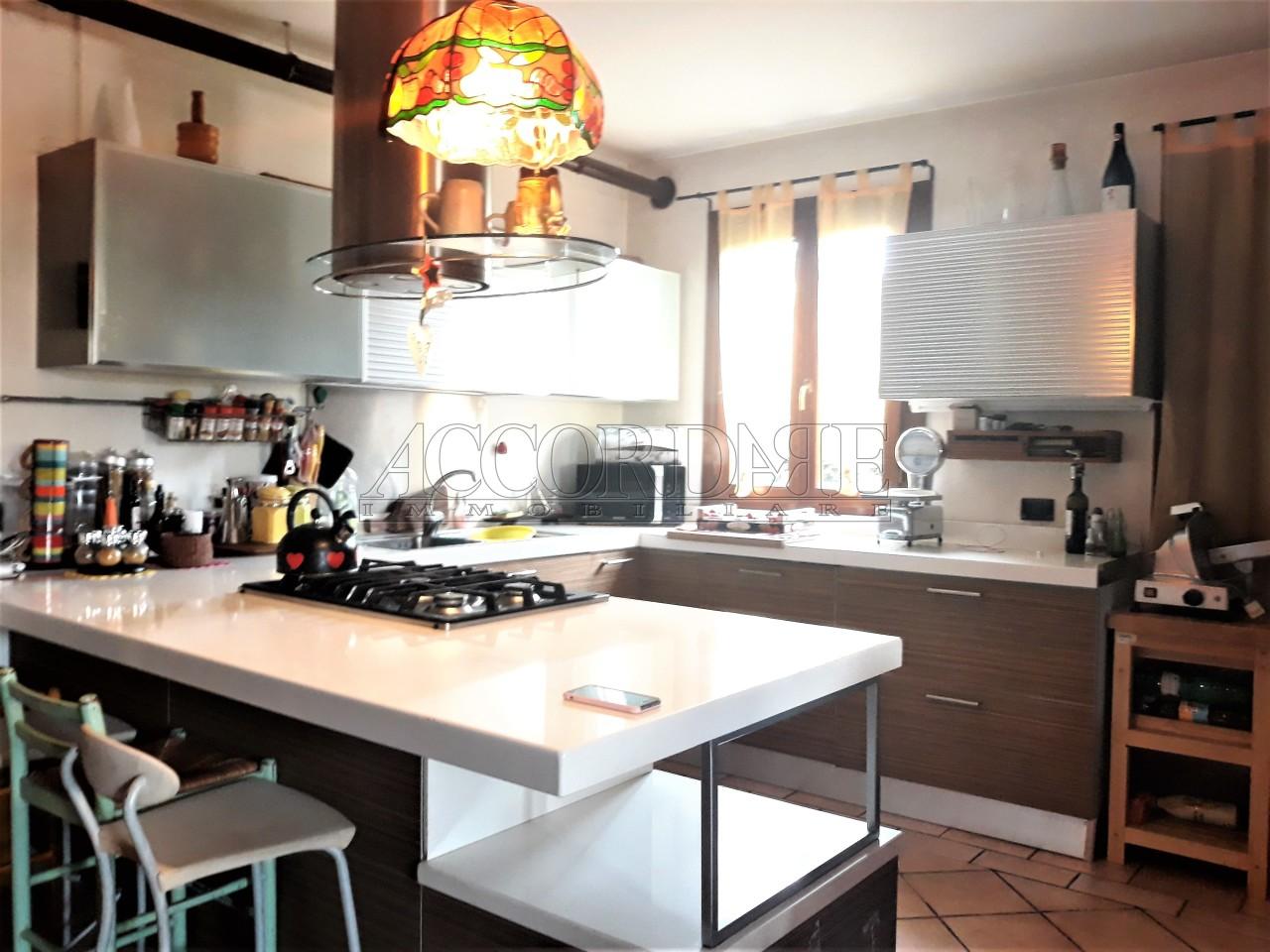 Porzione di casa in vendita Rif. 10280852