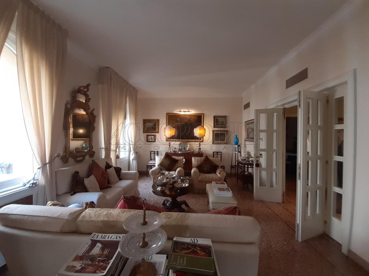 Appartamento in vendita a Padova, 10 locali, prezzo € 1.250.000 | PortaleAgenzieImmobiliari.it