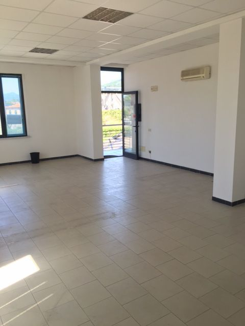Ufficio in vendita a Sarzana (SP)