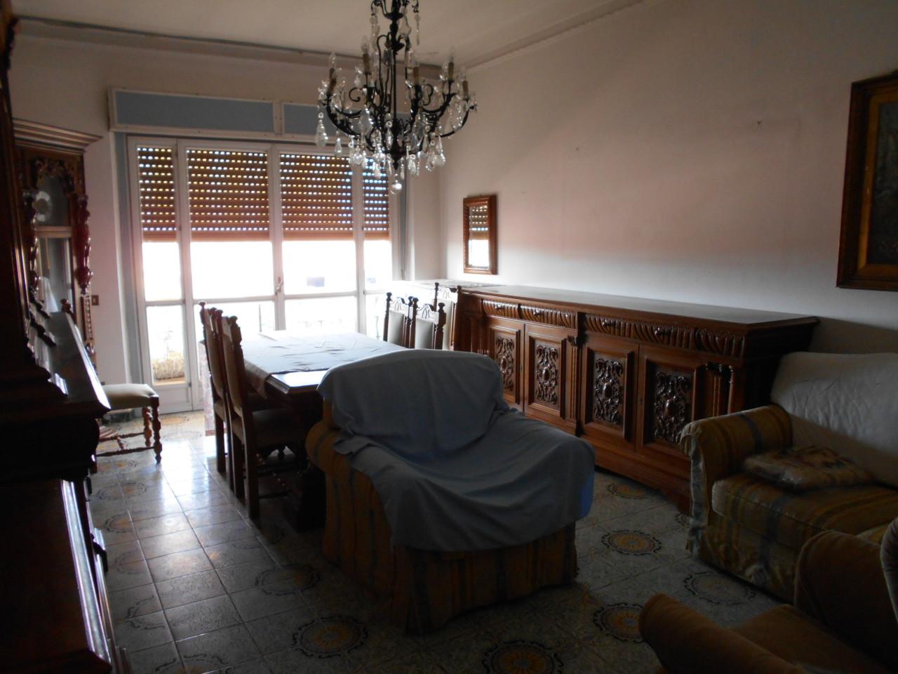 Soluzione Semindipendente in affitto a Castelnuovo Magra, 7 locali, prezzo € 700 | PortaleAgenzieImmobiliari.it