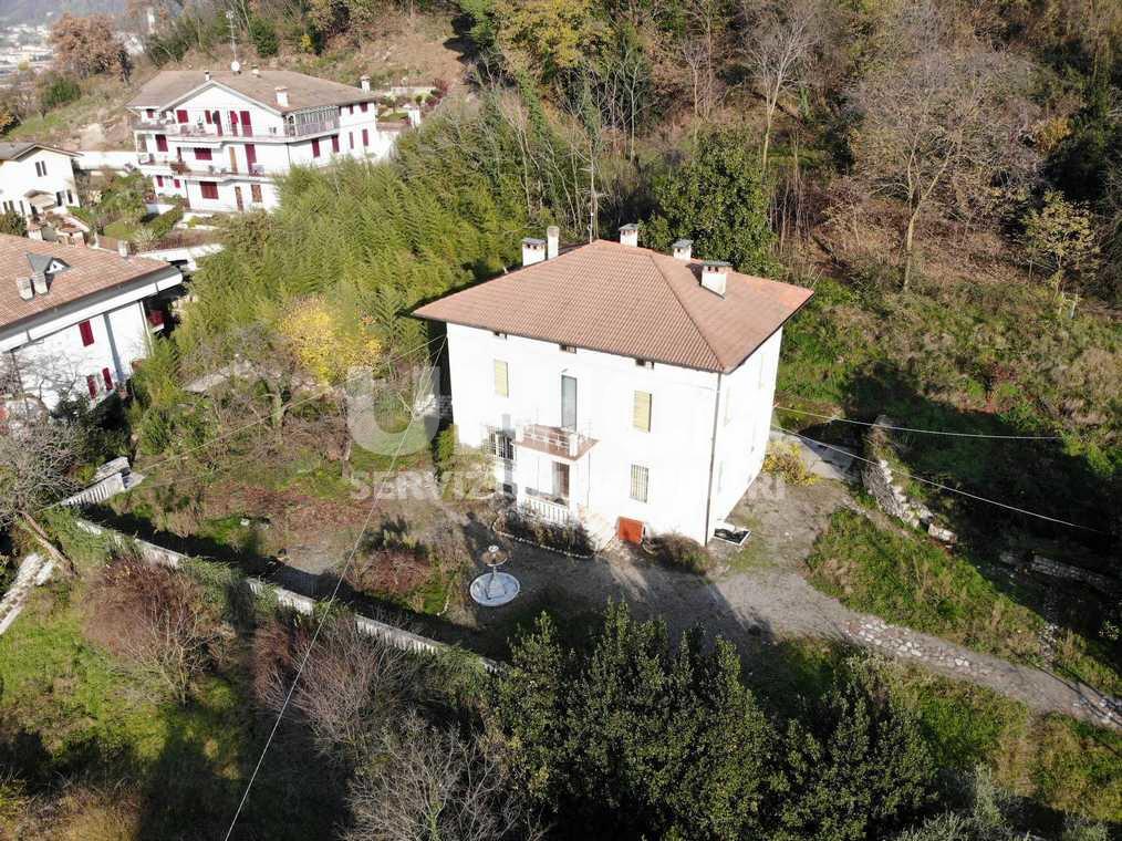 Villa in vendita a Concesio, 9 locali, prezzo € 600.000 | PortaleAgenzieImmobiliari.it