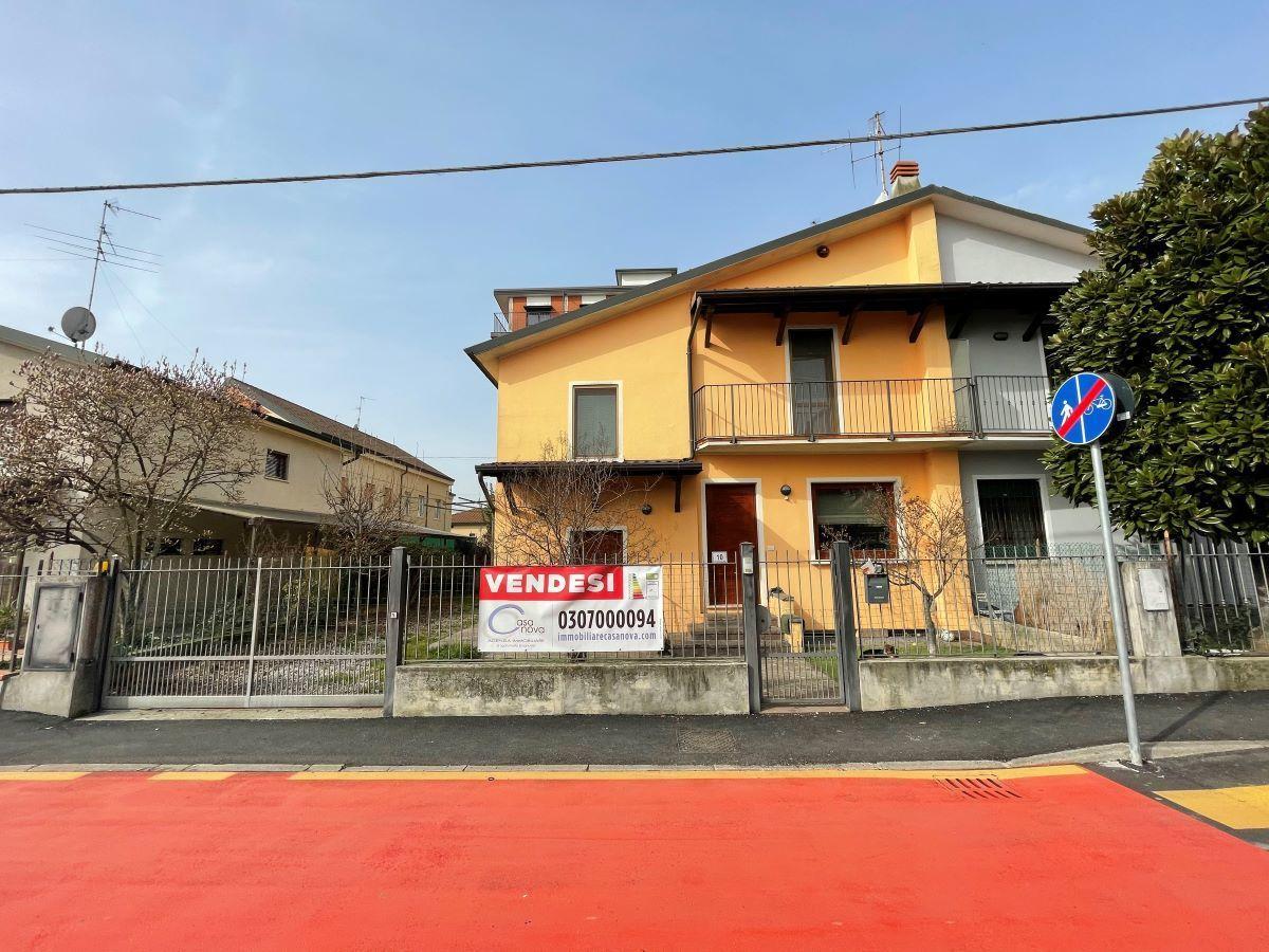 Soluzione Indipendente in vendita a Chiari, 7 locali, prezzo € 259.000   CambioCasa.it