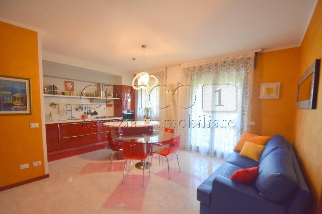 Appartamento in buone condizioni in vendita Rif. 10856245