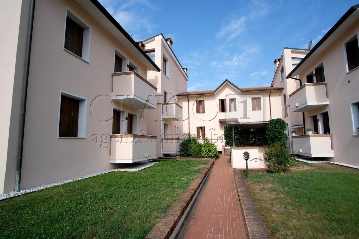 Appartamento in ottime condizioni in vendita Rif. 11230172