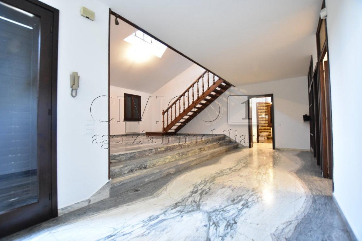 Casa Indipendente in buone condizioni in vendita Rif. 11527225