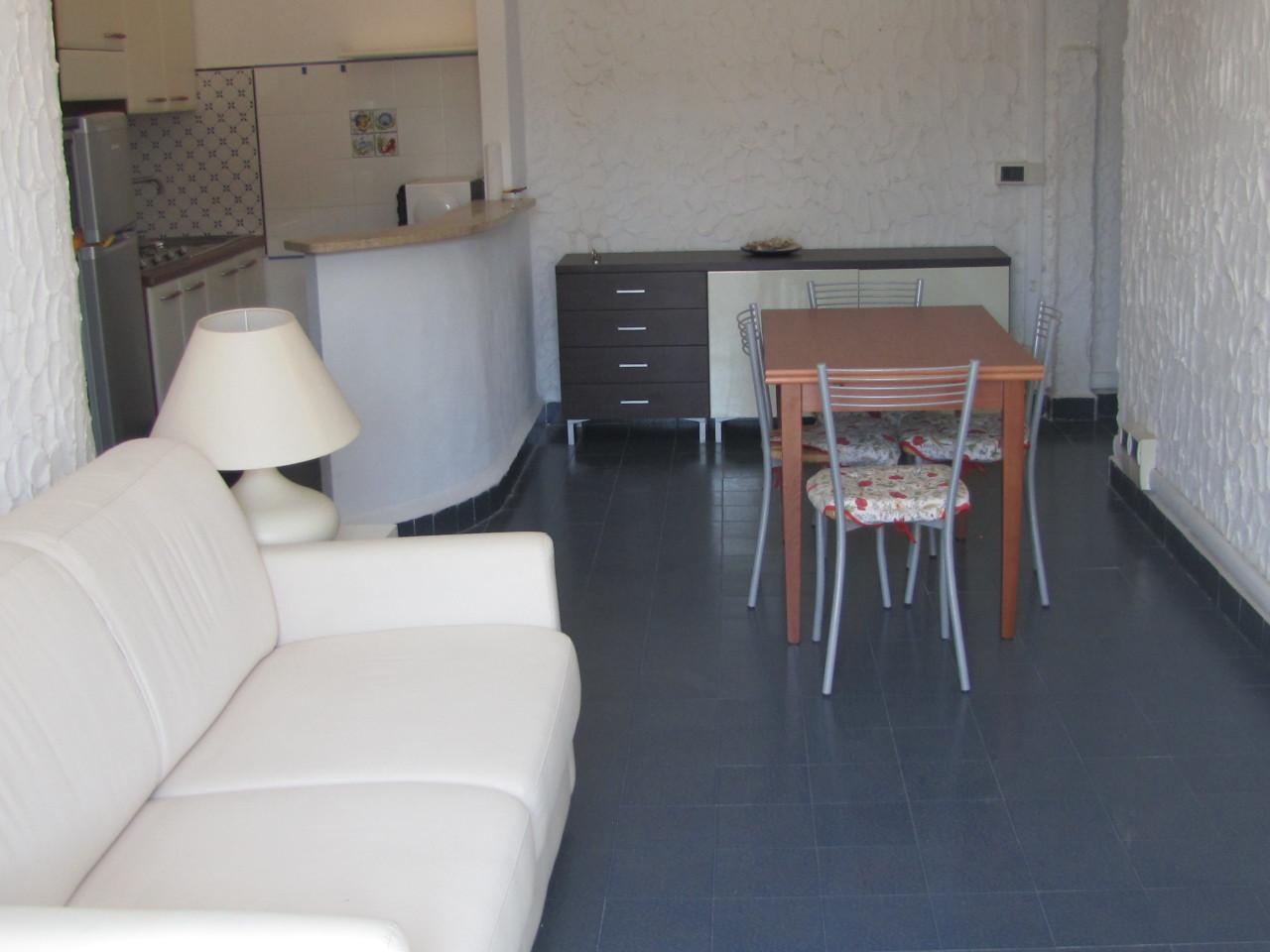 Appartamento in buone condizioni in vendita Rif. 11156536