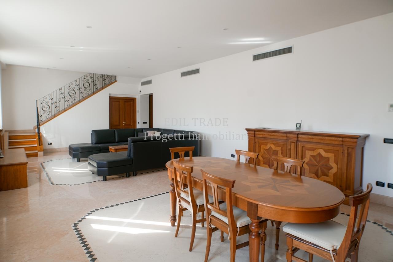 Appartamento in vendita a Milano, 5 locali, Trattative riservate | CambioCasa.it