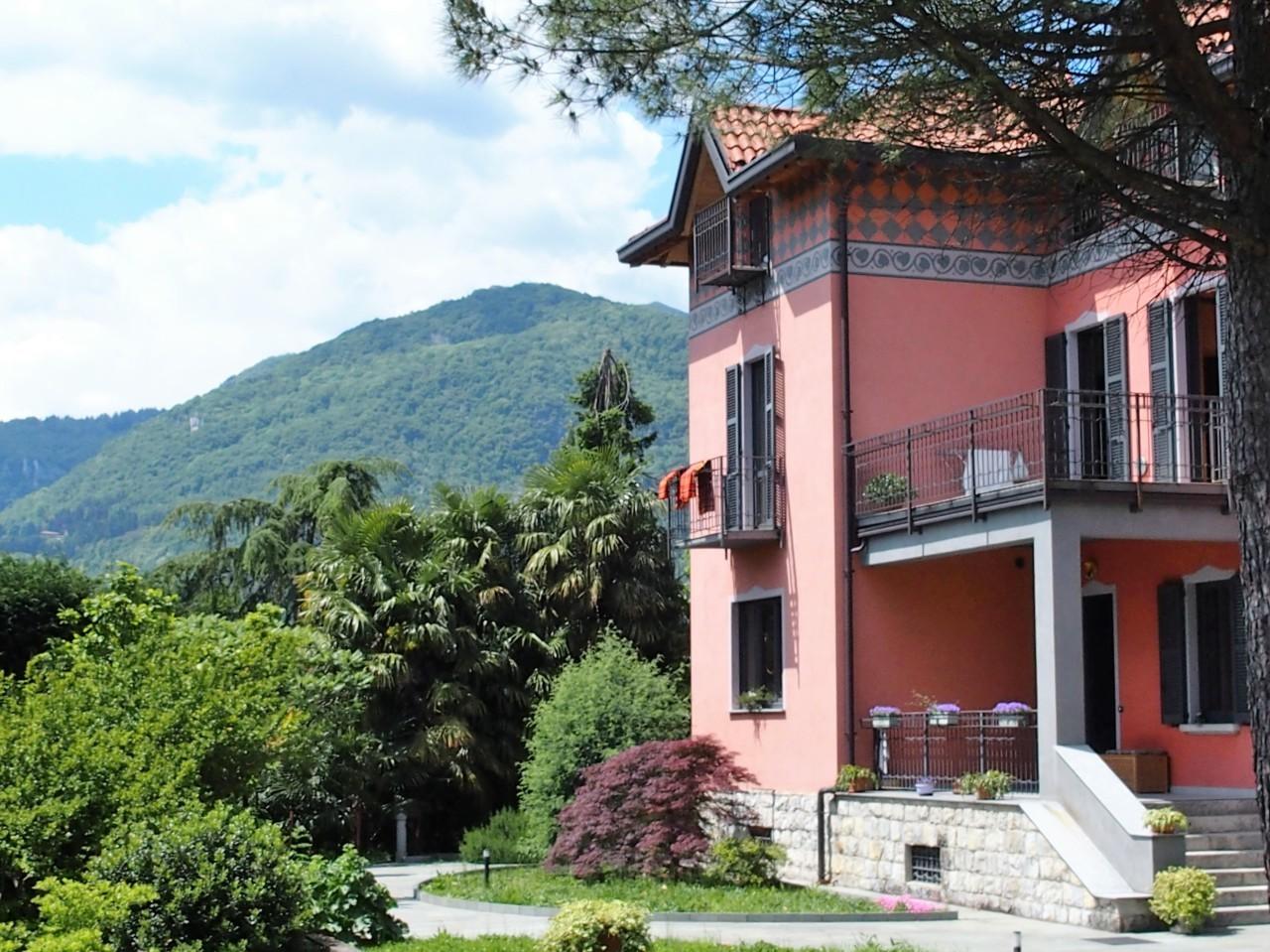 Villa in vendita a Erba, 6 locali, prezzo € 698.000 | CambioCasa.it