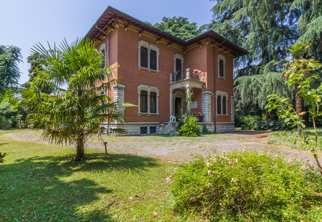 Villa in vendita a Saronno, 25 locali, Trattative riservate   CambioCasa.it