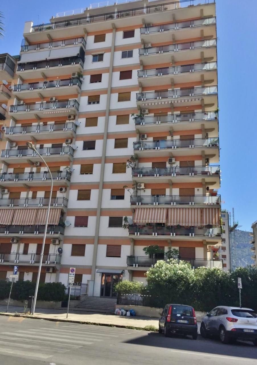 Appartamento in buone condizioni in affitto Rif. 10856286