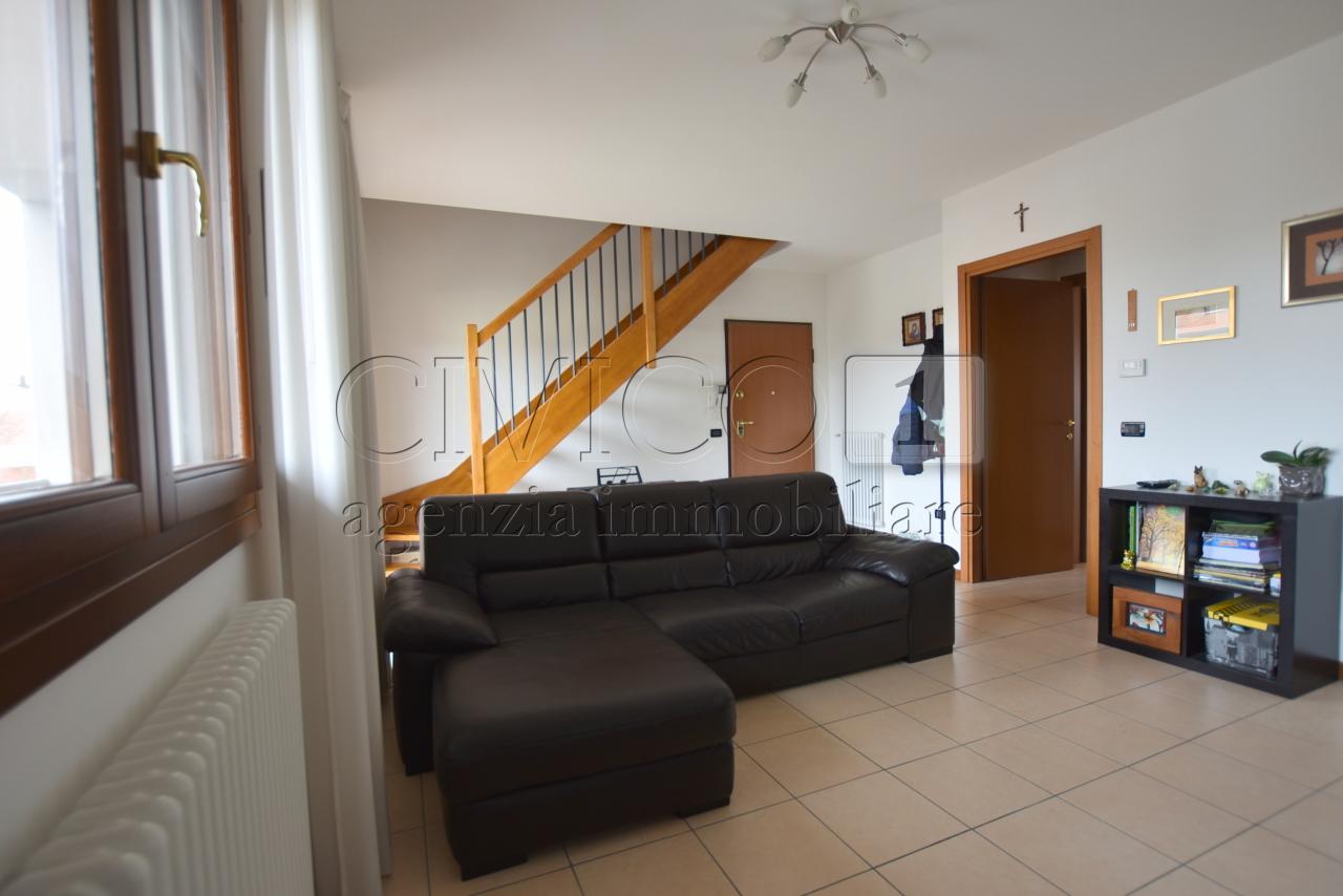 Appartamento in ottime condizioni in vendita Rif. 11431965