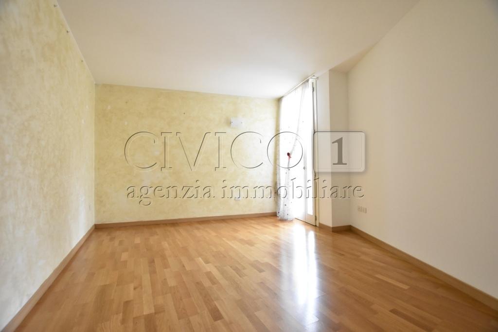 Appartamento in ottime condizioni in vendita Rif. 5890959