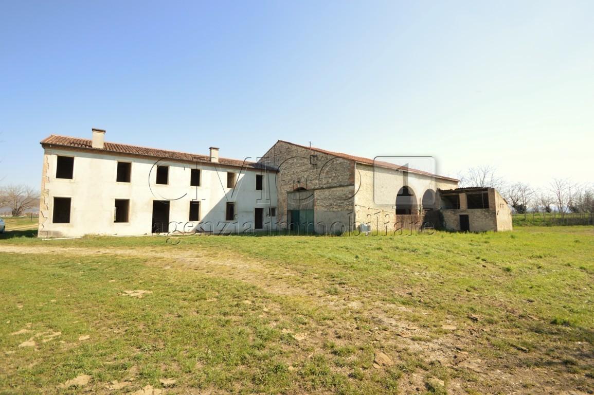 Rustico / Casale in vendita a Sossano, 10 locali, prezzo € 230.000   CambioCasa.it