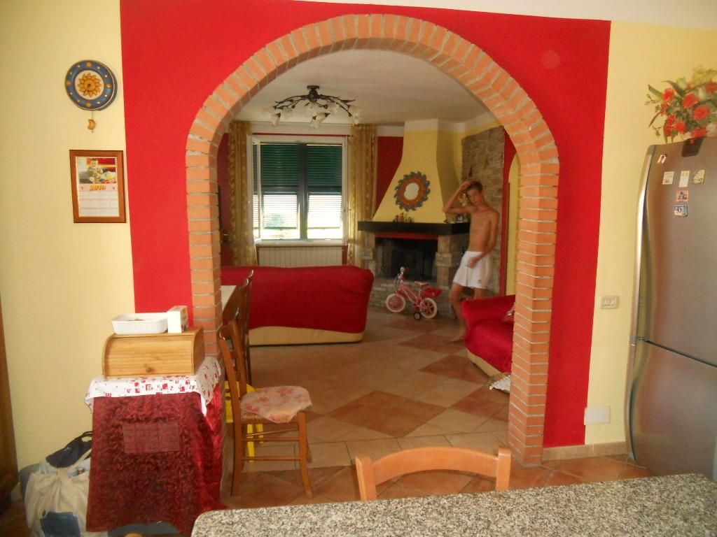 Casa semindipendente in vendita, rif. 2068
