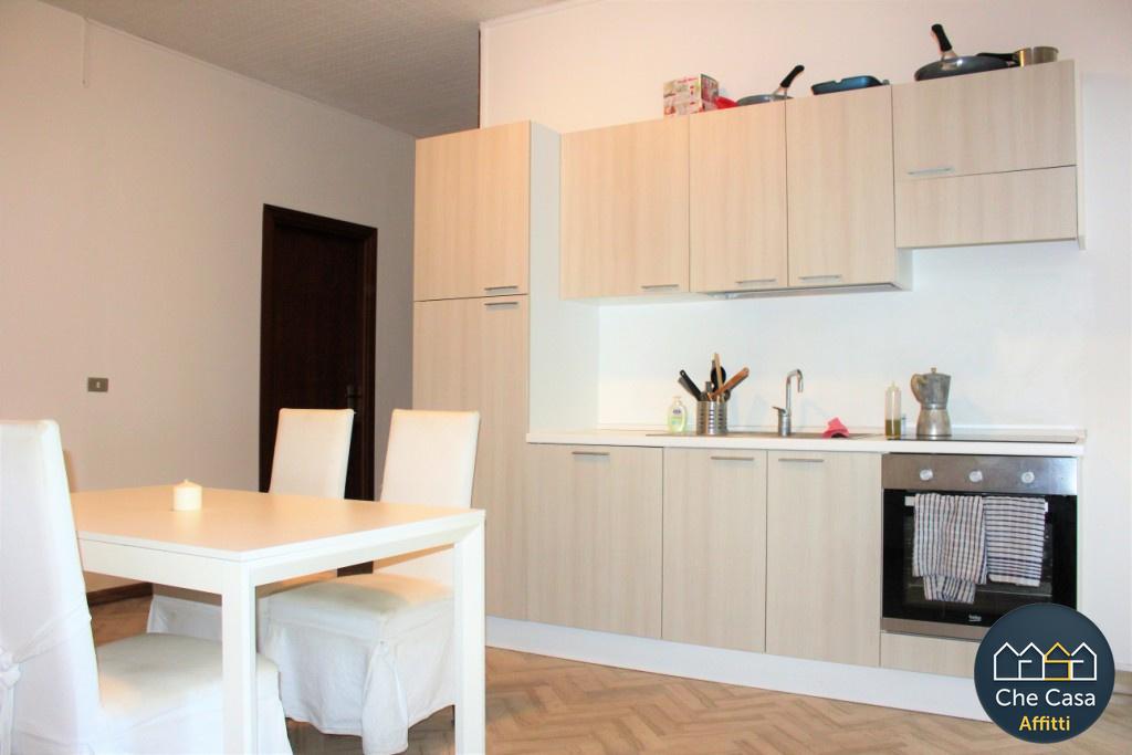 Stanza / posto letto in buone condizioni arredato in affitto Rif. 8637988