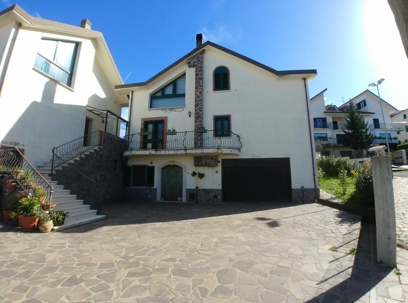 Villa a Schiera in vendita a San Fele, 13 locali, prezzo € 250.000 | PortaleAgenzieImmobiliari.it