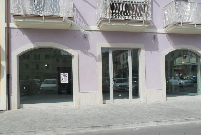 Locale commerciale - Oltre 3 vetrine a Centro, San Benedetto del Tronto