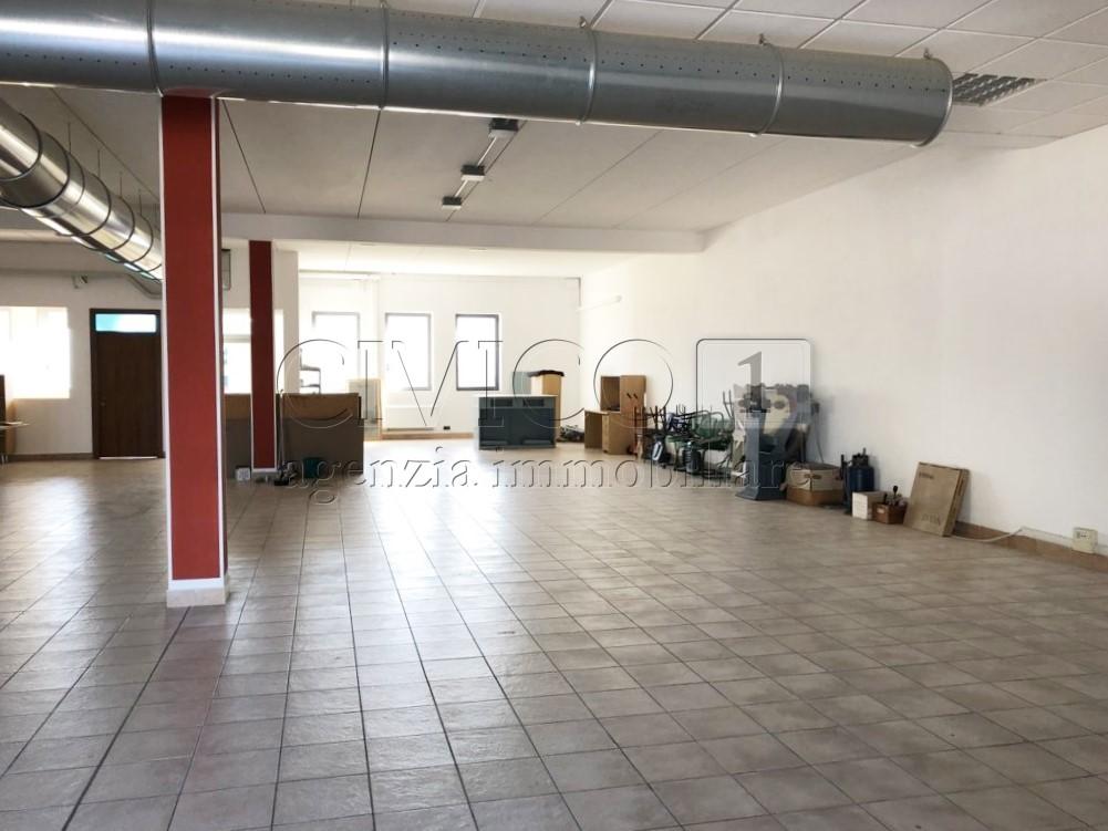 Capannone in affitto a Dueville, 3 locali, prezzo € 1.600 | CambioCasa.it