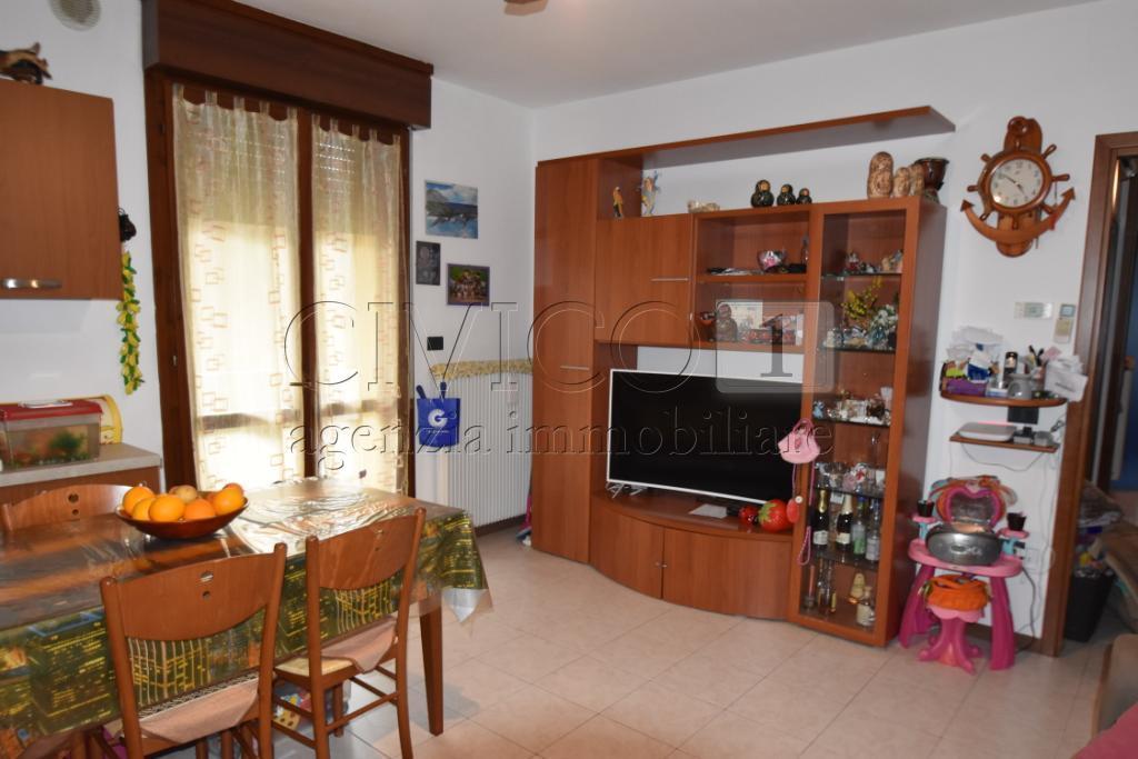 Appartamento in buone condizioni in vendita Rif. 9605372