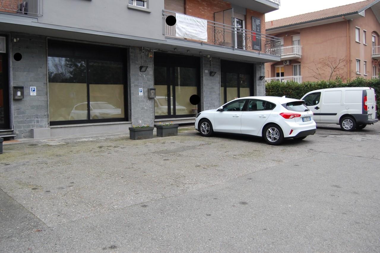Negozio / Locale in affitto a Castelletto Sopra Ticino, 4 locali, prezzo € 1.300 | PortaleAgenzieImmobiliari.it