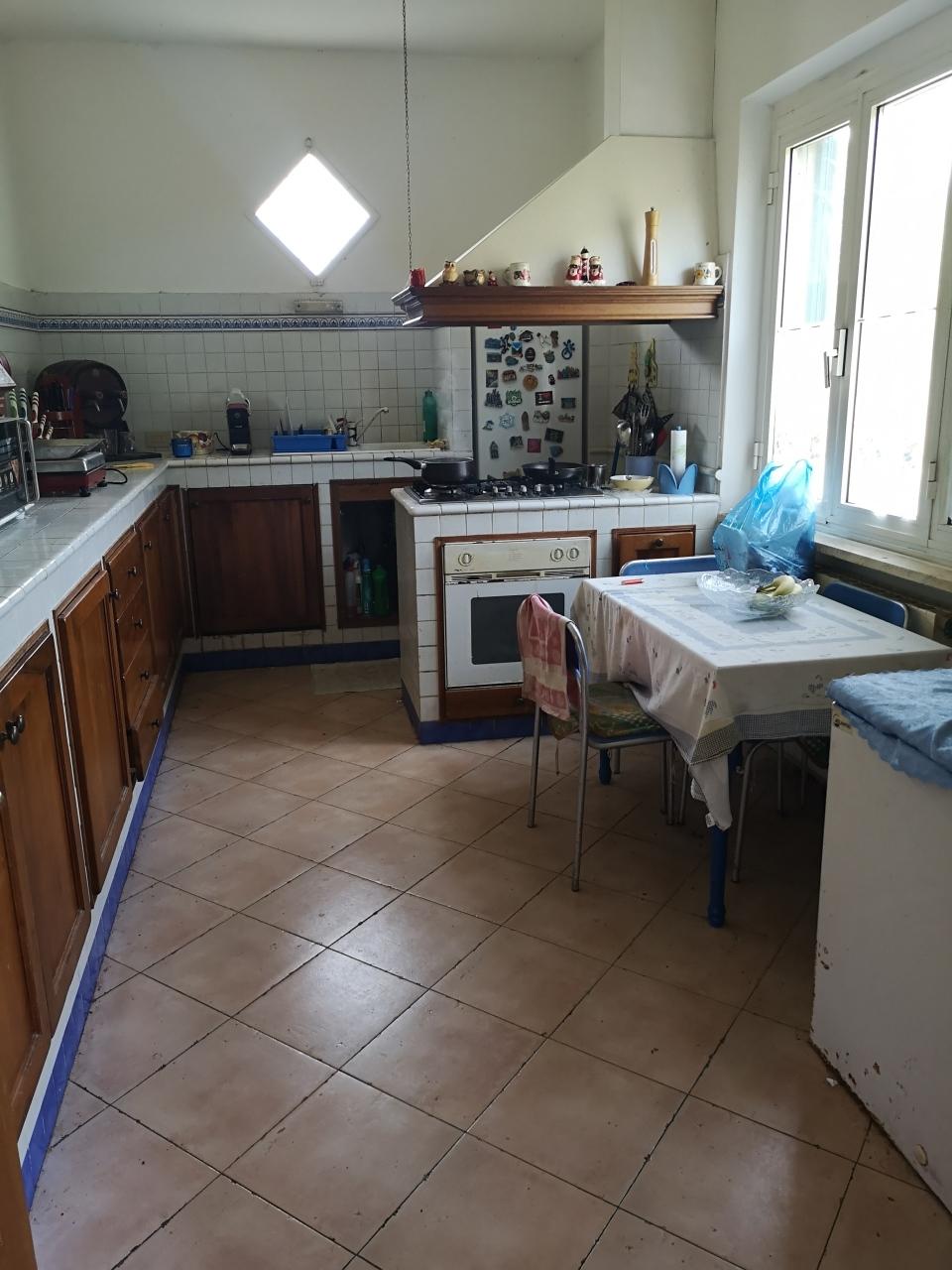 Casa semindipendente in vendita, rif. 2748